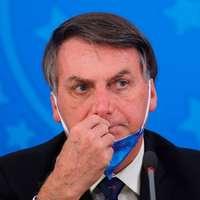 Brazília elnöke lett a koronavírus tagadók arca