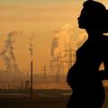 A méhlepényig eljuthat a várandós nők által belélegzett szennyezett levegő
