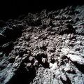 Új fotókat küldtek a Ryugu felszínéről a Hajabusza-2 kutatórobotjai