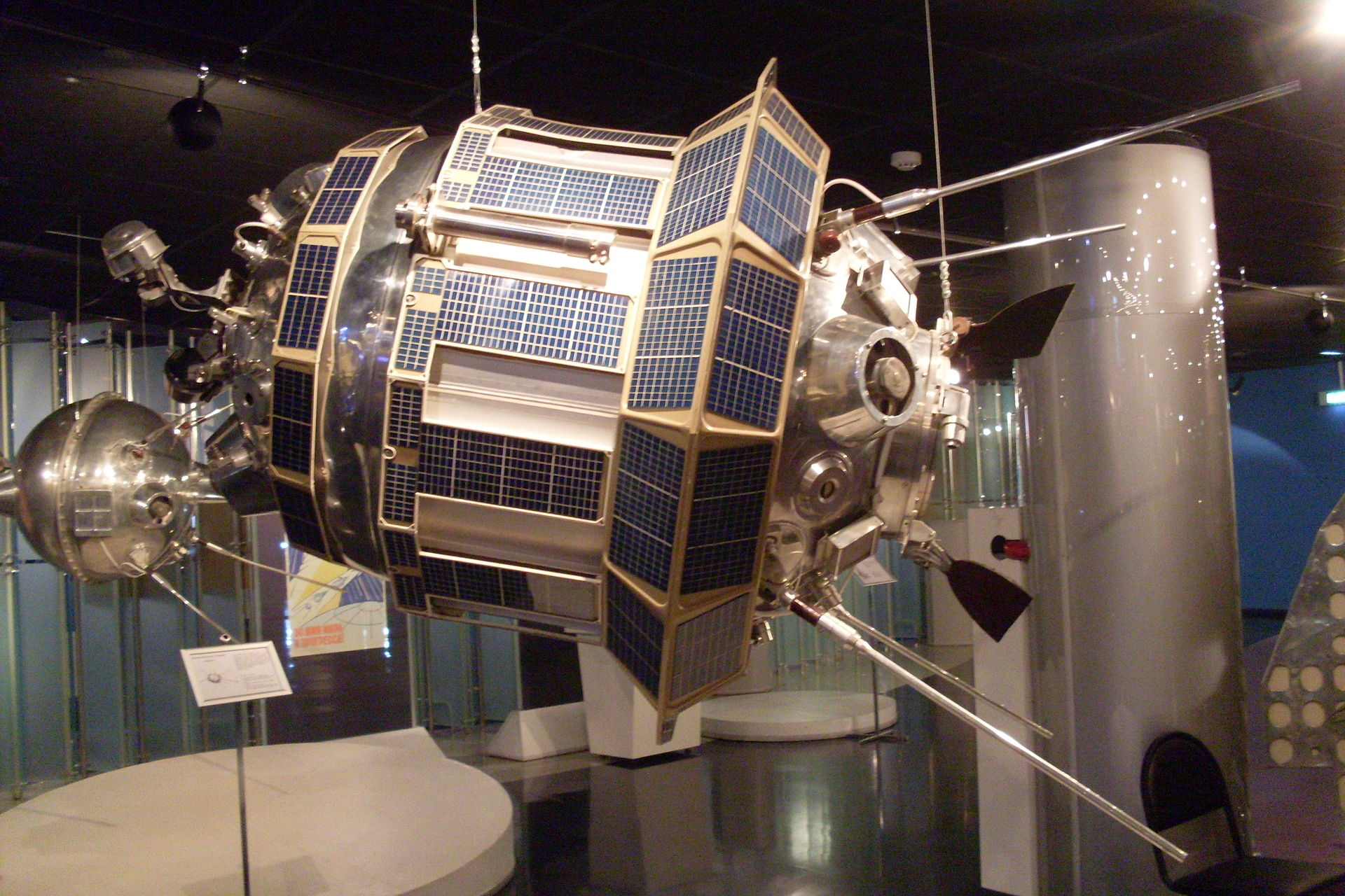 luna-3_memorial_museum_of_astronautics.JPG