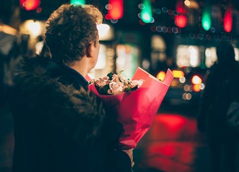 16 éves randevú 23 éves illegális uk