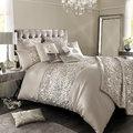 Glamúr felsőfokon avagy egy ágyban Kylie-val