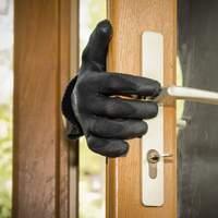 6 tipp, hogy a lakásunk ne legyen a betörők célpontja nyáron!