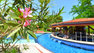 Mesés nyár a Shiraz Hotelben