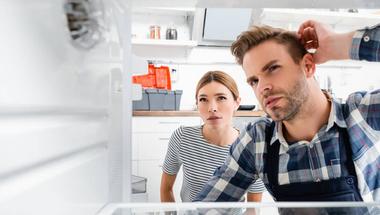 Melyik a helyes? A meleg ételt tegyük a hűtőbe vagy hagyjuk kihűlni?