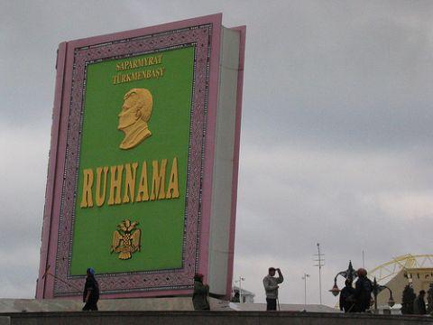 Türkmenbasi3.jpg