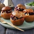 Sült alma camembert-rel és fekete rizzsel