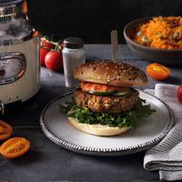 Kókusztejes dinnyeleves, csicseriburger és őszibarackos granita, jöhet egy jó kis húsmentes buli?