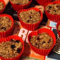 Szív alakú muffin zabbal és bogyós gyümölcsökkel