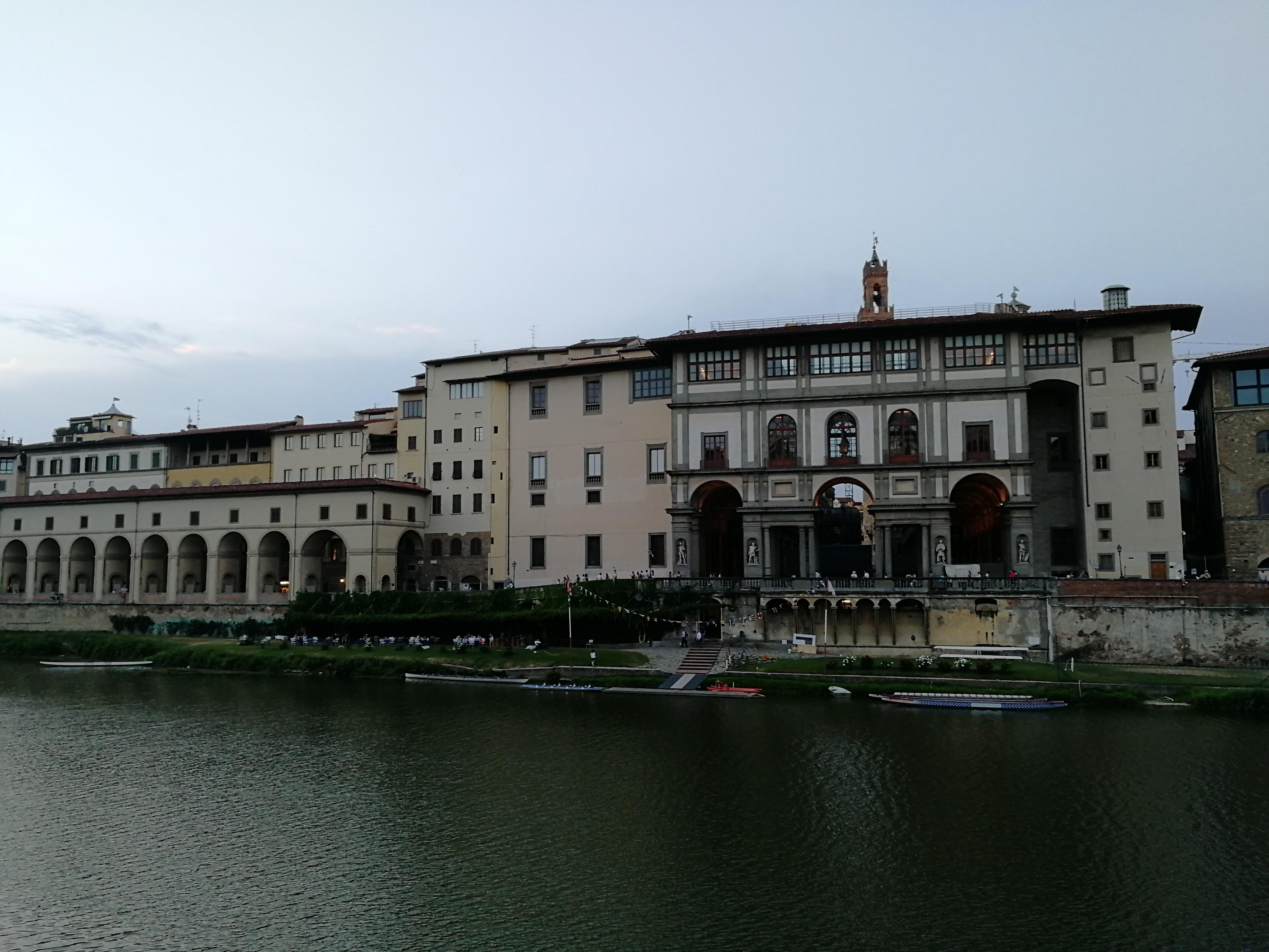 Uffizi Képtár és a Vasari-folyosó