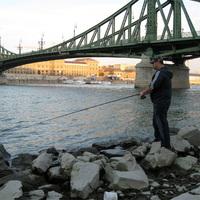 Horgászat a betonteknőben