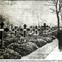 Horthy Miklósné koszorúja egy pécsi nő sírjára