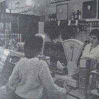 Bérleti formában működik tovább a Melinda utcai ABC és a szemben található Zöldért üzlet - 1989. július