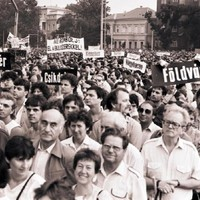 Erdélyi menekültek számára gyűjtenek a Liszt hangversenyteremben - 1988. június