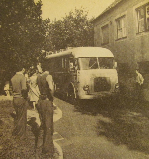 a_pecsi_studio_elso_kozvetitokocsijanak_erkezese_1977.jpg