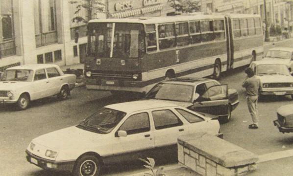 buszok_pecs_szechenyi_ter_1988.jpg
