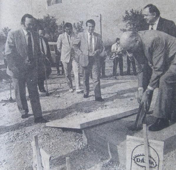 fema_alapkoletetel_beck_tamas_kereskedelmi_miniszter_pecs_1989.jpg