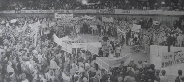 sportcsarnok_banyaszdemonstracio_pecs_1989_aug_30.jpg