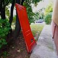 Titokzatos ajtó Pécs utcáin! Vajon hova vezet?