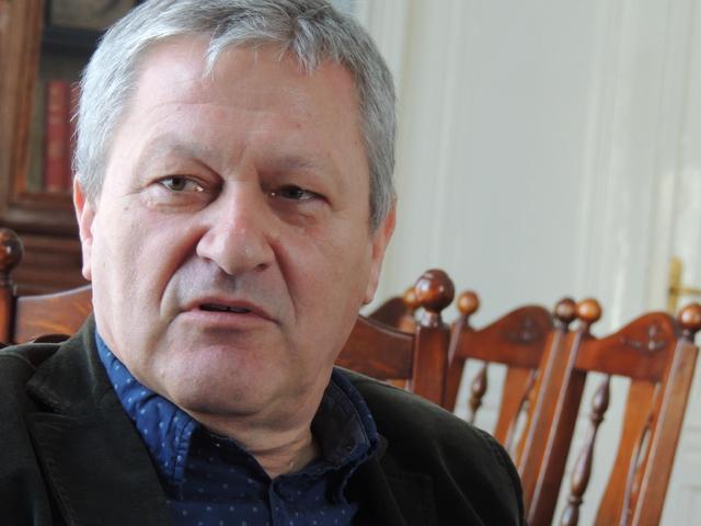 2014 október. Dragan Velikić (Szerbia) A nyomolvasó