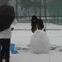Kínaiak hóembert építenek