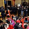 Begyűjtötte a rendőrség a szex kínai fővárosának több tucat prostiját