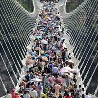 Újra kinyit a világ leghosszabb üvegpadlós hídja az egy hónapos átalakítás után