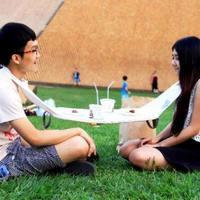 Íme egy teljesen felesleges találmány Ázsiából, a szalvéta-asztal!