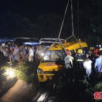 Tóba zuhant egy óvodabusz Kínában, mindenki meghalt