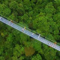 Megint építettek egy üvegpadlós függőhídat Kínában