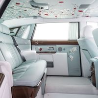 Kínai selyem, cseresznyefa, gyöngyház, bambusz, rubin a Rolls-Royce Phantom Serenityben