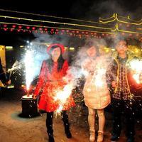 Tűzijátékok borították be Kína egét a ló évének kezdetén