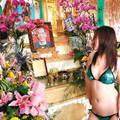 Gyász! Peking megszüntetné a sztriptízt a temetéseken!