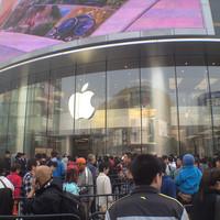 Pekingben szombaton megnyílt a legnagyobb ázsiai Apple Store