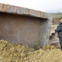 Élve elástak egy férfit Kínában a Porschéjáért