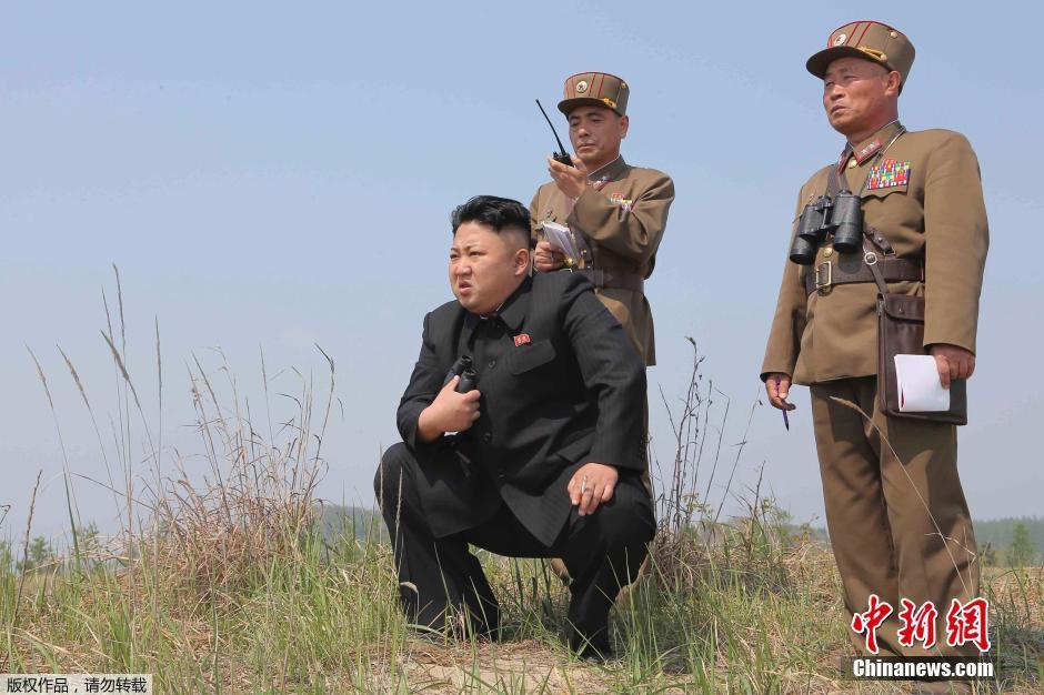 Kim-Dzsong-Un-katonanők-4.jpg