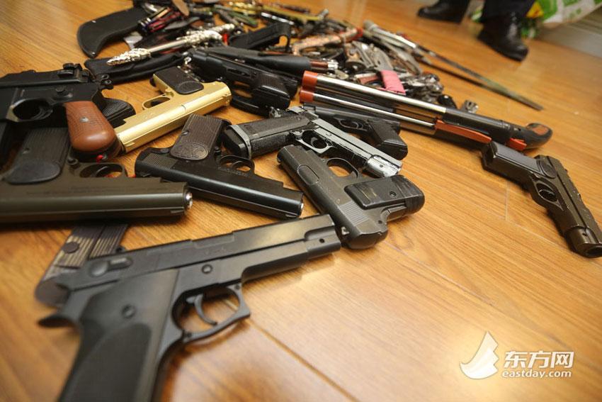 elkobzott-fegyverek-2.jpg