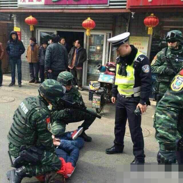 Grand Theft Auto Beijing Kicsi piros kocsi kalandja a