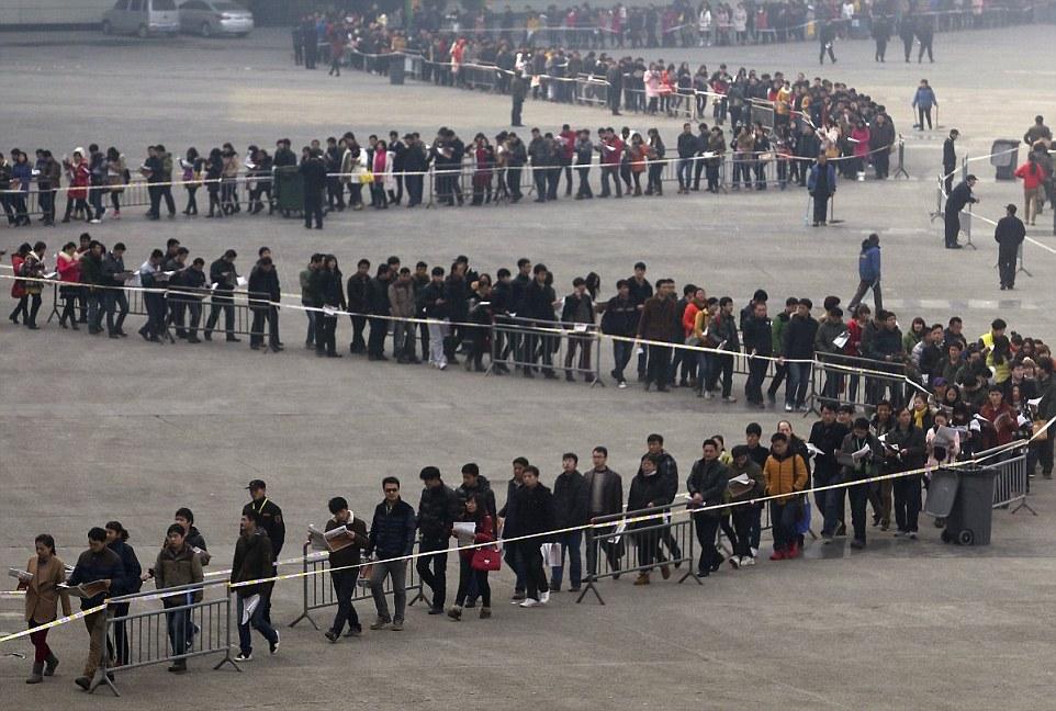 2014-ben 50 000 diák látogatta meg Zhengzhouban, Henan tartományban az állásbörzét