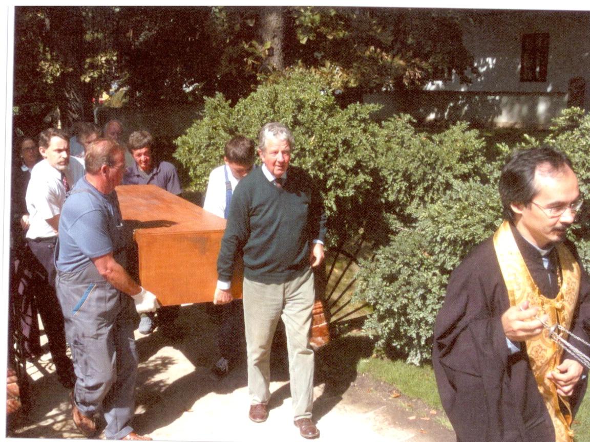 76. Alexandra Pavlovna koporsójának visszaszállítása Ürömre 2004.jpg