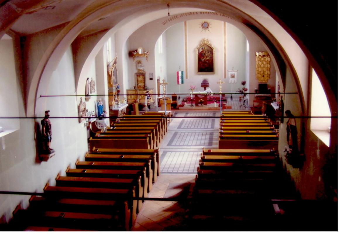 a templom belseje a 2006 körül.jpg