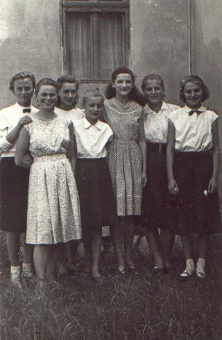 a_ballago_osztaly_lanyai_1958.JPG