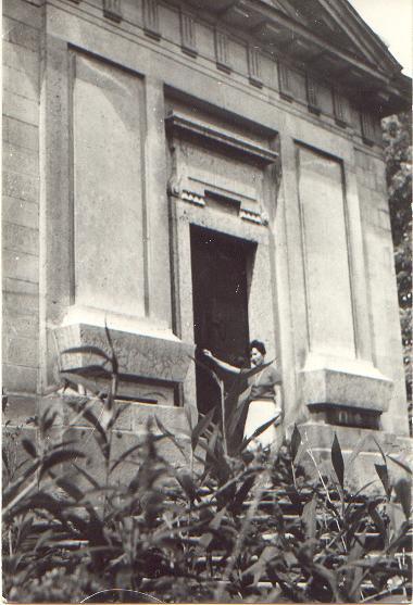 a_kapolna_bejarata_1965-ben.JPG
