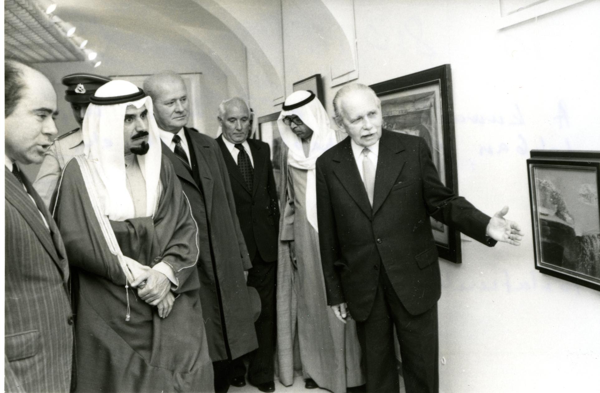 kuvaiti_emir_a_keptarban_82.9.15._85.101.1.jpg