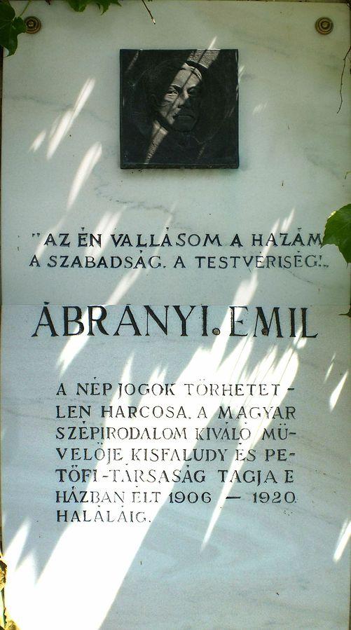szentendre_abranyi_villa_keritesen_abranyi_emil_1850-1920_emlektabla.jpg