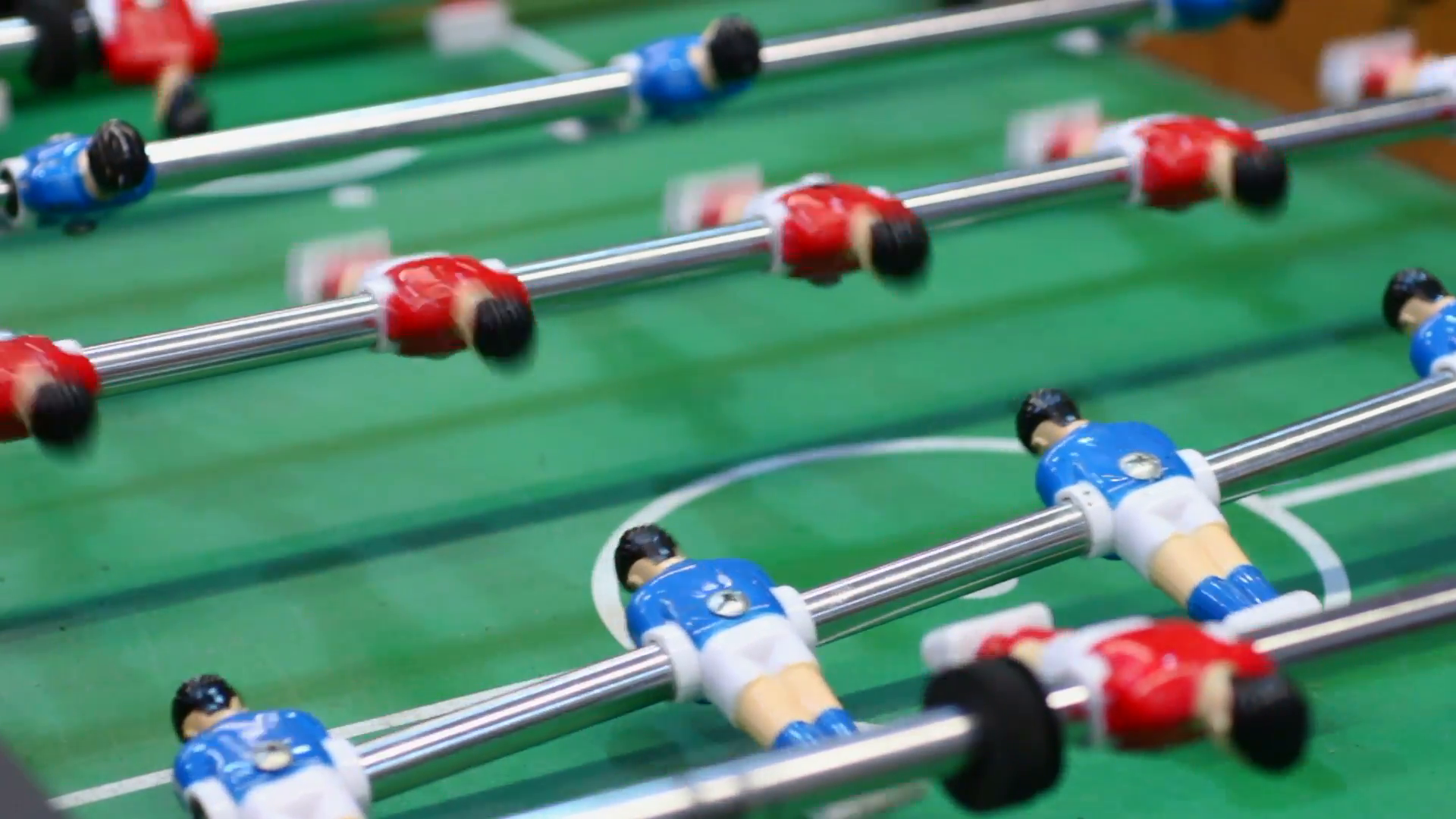 table-football-plastic-figures-of-soccer-players-moving-on-foosball-field-pub_s2u4spcu_f0000.png