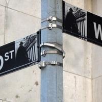 A bankok húzzák a nótát, az adósok táncolnak