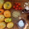 Sárga paradicsomos-lilahagymás chili püré