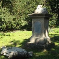 Újra áll a Püspöki Palota kertjében a Migazzi szobor.