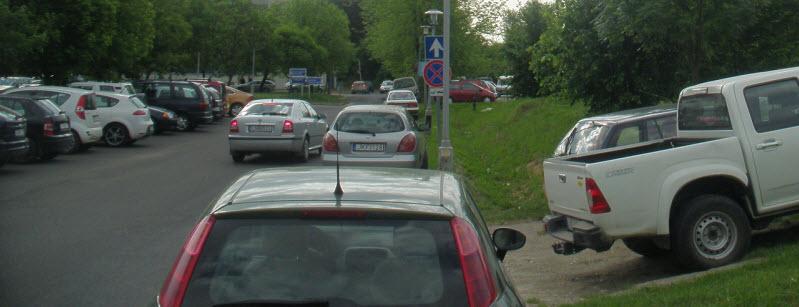 Jobboldalon a tilosban parkolóra várakozók